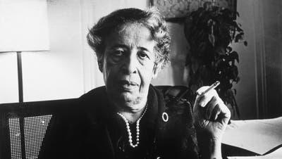 Hannah Arendt in ihrer Wohnung in Manhattan (1972). (Getty Images)
