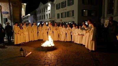 Osterfeuer in einer früheren Osternacht vor der Kirche St.Nikolaus. (Bild: PD)