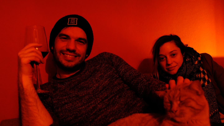 Lukas Marty und Lara Stoll. Und eine Katze. (Bild: Jonas Frehner)