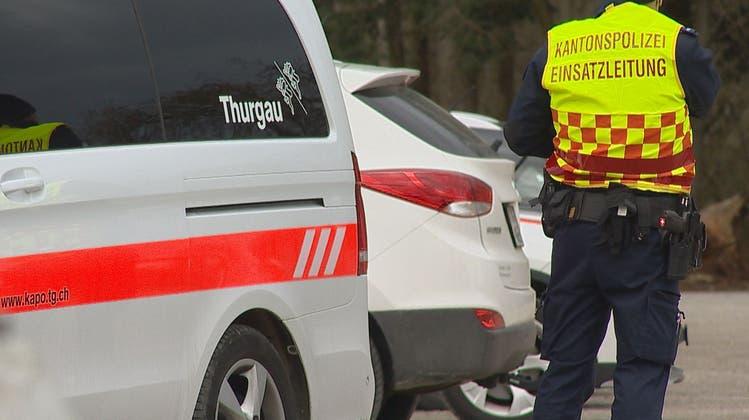 Der Einsatzleiter der Kantonspolizei während der Suchaktion. (Bild:BRK News)