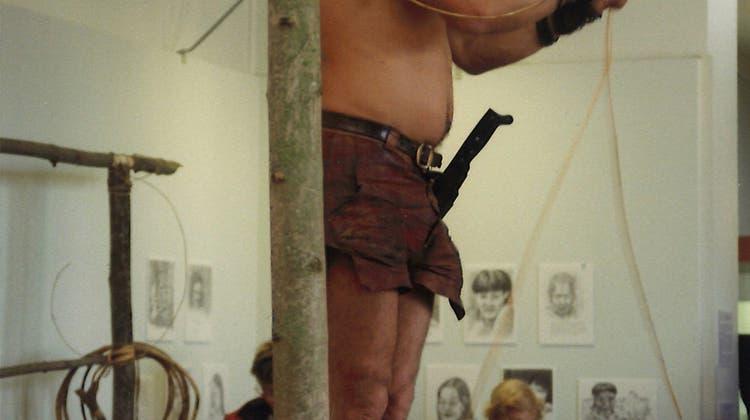 Mit dem naturhistorischen Museum in Basel eng verbunden: Bruno Manser bei einer Ausstellung in Basel 1998. (zvg)