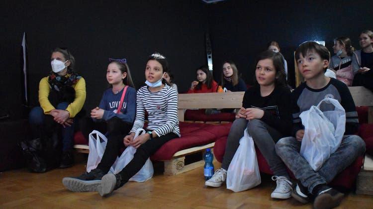 Am Mittwoch feierte der Song «Ich mag dich, Magden» Premiere im kleinen Rahmen. (Nadine Böni / Aargauer Zeitung)