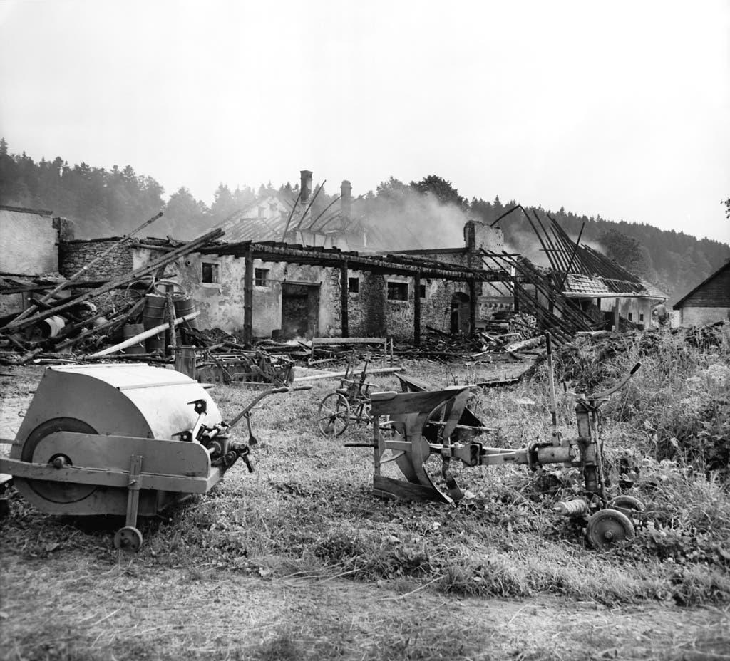 Die jurassische Befreiungsfront, hinter der vor allem Marcel Boillat und Jean-Marie Jose steckten, begann 1963 mit Anschlägen. Im April und Juli brannten je ein Bauernhof, auf deren Gebiet der Bund einen Waffenplatz plante.