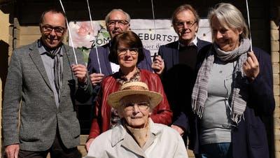 Josefine Gabriel feiert mit ihren Angehörigen ihren 100. Geburtstag. Mit im Bild, von links, ihre Kinder Seppi und Werner Gabriel, Anna Achermann, Toni Gabriel und Margrit Koch. (Bild: Richard Greuter (Ennetbürgen, 24. März 2021))