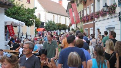 Das Gassenfest lockte 2016 zahlreiche Besucher in die Mellinger Altstadt. (Bild: Hans Oldani)