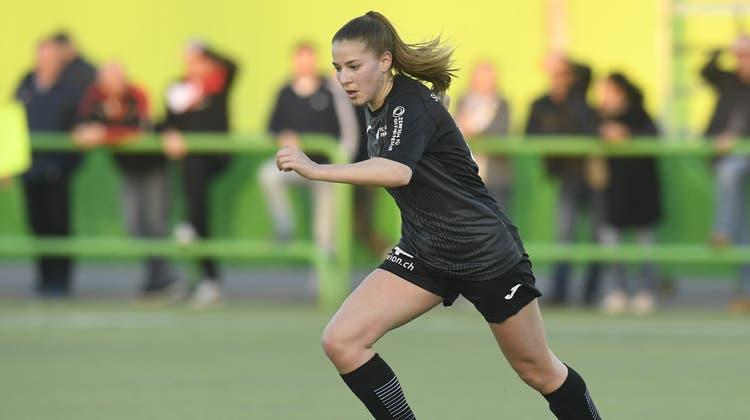 Muss auf dem Platz leistungsfähig sein: FussballspielerinSiria Berli. (Alexander Wagner)