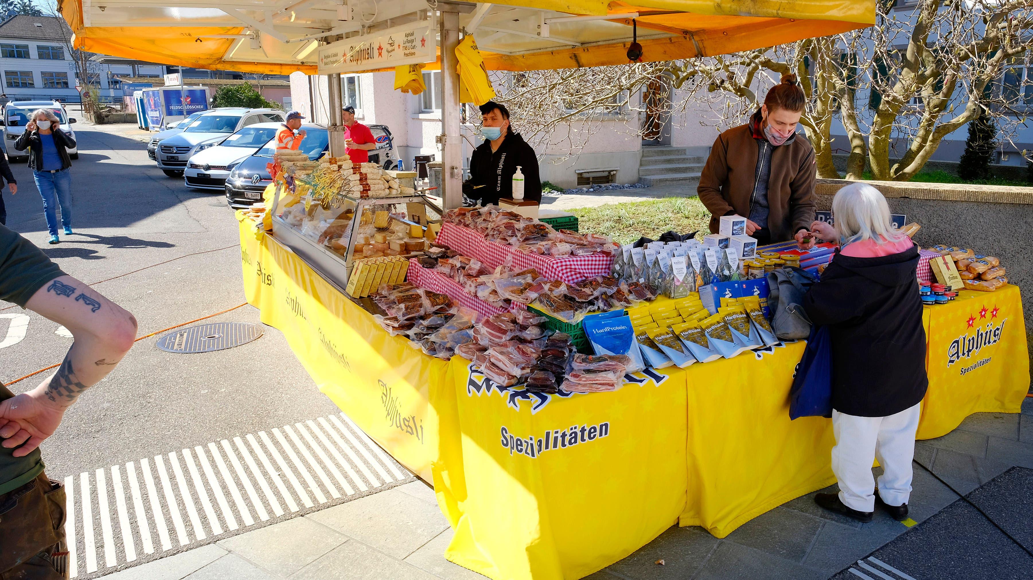 Das Alphüsli aus dem Puschlav mit Bündner Spezialitäten.