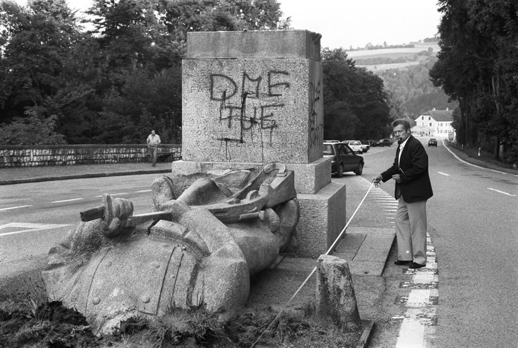 Das Soldatendenkmal in Les Rangiers war mehrfach Ziel der Angriffe der Béliers. Hier wurde 1964 Bundesrat Paul Chaudet bei einer Rede ausgebuht. Später stahlen die Béliers den Kopf des Denkmals und zerstörten ihn schliesslich.
