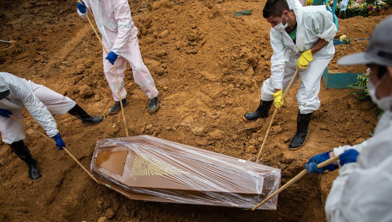 Über 3000 Menschen sind in Brasilien binnen der vergangenen 24 Stunden an Covid-19 verstorben. Auf dem Bild eine Beerdigung in der Amazonas-Stadt Manaus. (EPA)