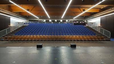 Die Zuschauerreihen in der Zuger Curlinghalle. (Bild: IG Kulturprovisorium/PD)