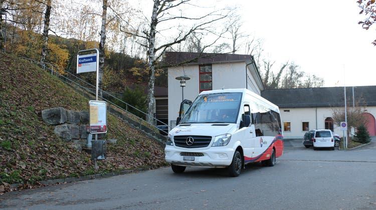 Die Buslinie 9 hat wie hier am Kraftwerk Kappelerhof lange Standzeiten. Könnten diese optimiert werden, könnte die Verbindung gerettet werden. (Archivbild: Philipp Herrgen)