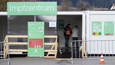 Ab April soll in den Impfzentren - hier in Burgdorf - deutlich mehr Betrieb herrschen. (Anthony Anex / KEYSTONE)
