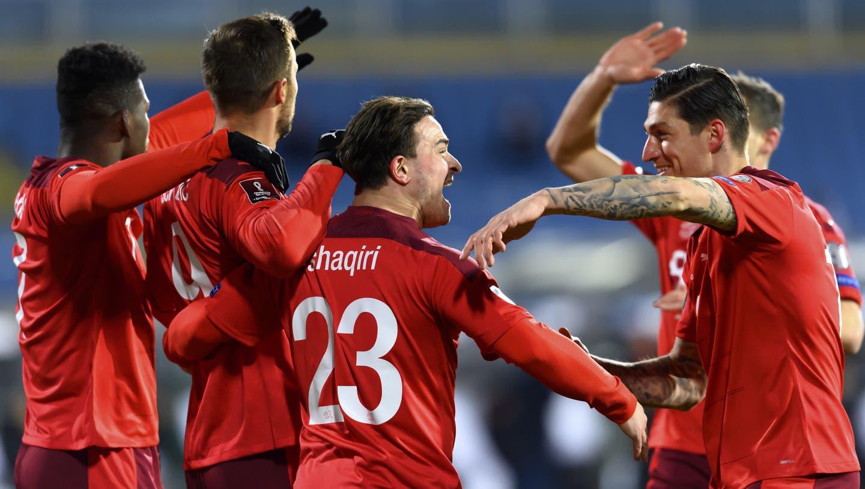 Zuerst die Gala, dann viel Arbeit: Die Schweiz besiegt Bulgarien zum Auftakt in der WM-Qualifikation 3:1. (Laurent Gillieron / KEYSTONE)
