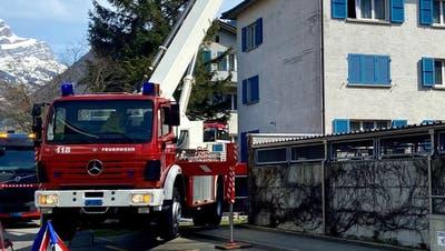 Die Feuerwehr beim Einsatz in derSteinmattstrasse. (Bild: PD)