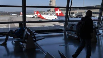 Abflughalle am Flughafen Zürich: Wer nach Deutschland fliegt, muss einen negativen PCR-Test beim Boarding vorweisen. (Laurent Gillieron / KEYSTONE/23.03.2021)