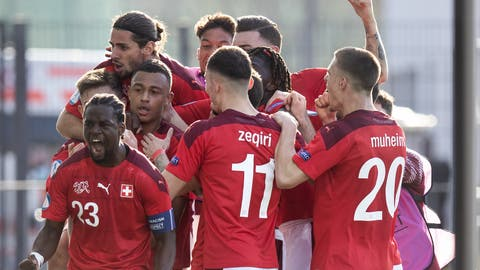 Grosser Jubel bei der Schweiz: Sieg gegen England. (Peter Klaunzer / KEYSTONE)