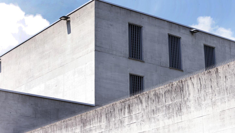 Die Strafanstalt Zug. Der gesuchte Häftling befand sich seit Juli 2020 in Untersuchungshaft und seit dem 10. Dezember 2020 im vorzeitigen Strafvollzug. (Bild: Werner Schelbert)