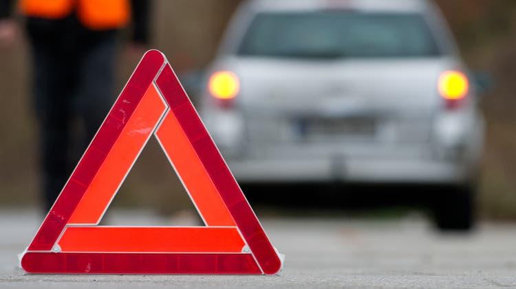Lieferwagen fährt nach Kollision davon – Polizei sucht Zeugen