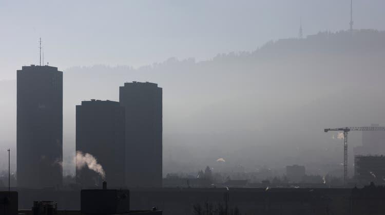 Wie soll die Schweiz dem Klimawandel begegnen? Bundesrat und Parlament setzen auf verbindliche Ziele bei den Treibhausgasemissionen. (Symbolbild) (Keystone)