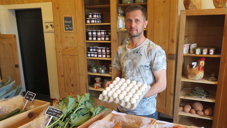 Andreas Hufschmid in seinem neuen Hofladen beim Mattenhof. (Marc Ribolla)