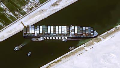 Das Frachtschiff MV Ever Given steckt im Suezkanal fest. Das Bild wurde von einem Satelliten aufgenommen. (Cnes2021 / AP)