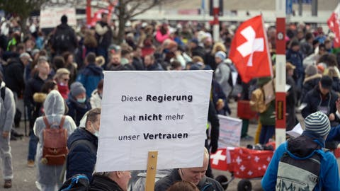 Am 20. März demonstrierten Anhänger des Vereins Stiller Protest in Liestal gegen die Coronamassnahmen. Ob sie dies in Rapperswil wiederholen können, ist ungewiss. (Georgios Kefalas / KEYSTONE)