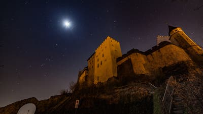Der Sternenhimmel wird über dem Schloss Lenzburg während der «Earth Hour» sichtbar. (Michael Küng 2018)