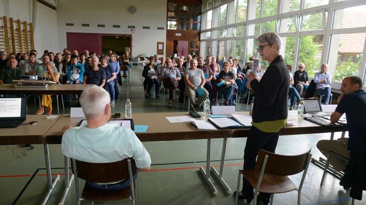 Zur Gemeinderatsarbeit gehört auch die Präsentation von Geschäften an der Gemeindeversammlung. (Hansjörg Sahli)