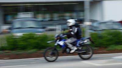 Einem jungen Verkehrssünder kommt ein doppeltes Malheur teuer zu stehen. (Symbolbild) (Donato Caspari)