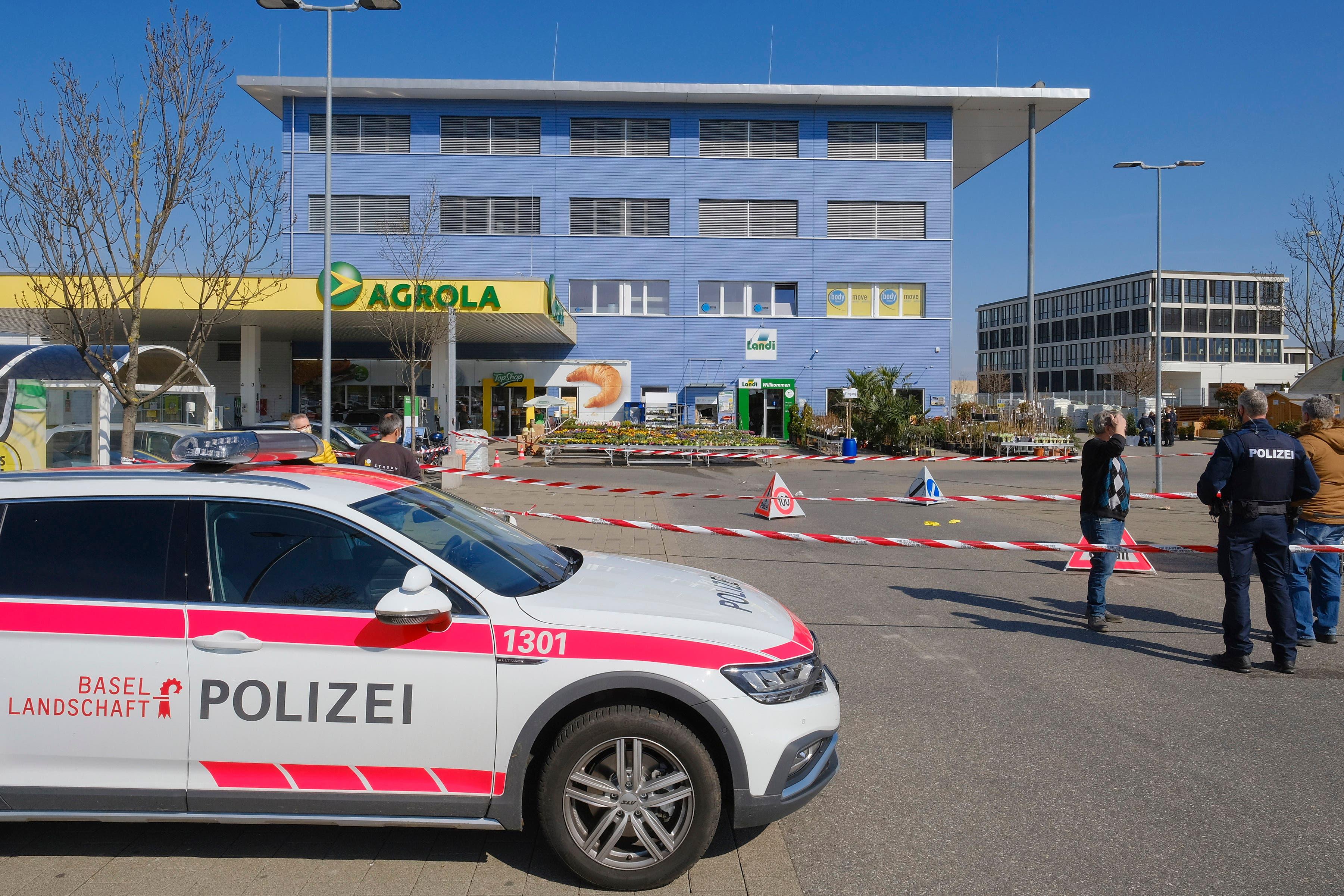 Die Baselbieter Polizei sperrte am Freitag bis zur Mittagszeit den Tatort weiträumig ab.