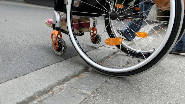 Ein Vorwurf ohne Substanz: Basler Trottoirs seien durch alle möglichen Hindernisse für Rollstuhlfahrer verstellt. (Kenneth Nars / DIV)