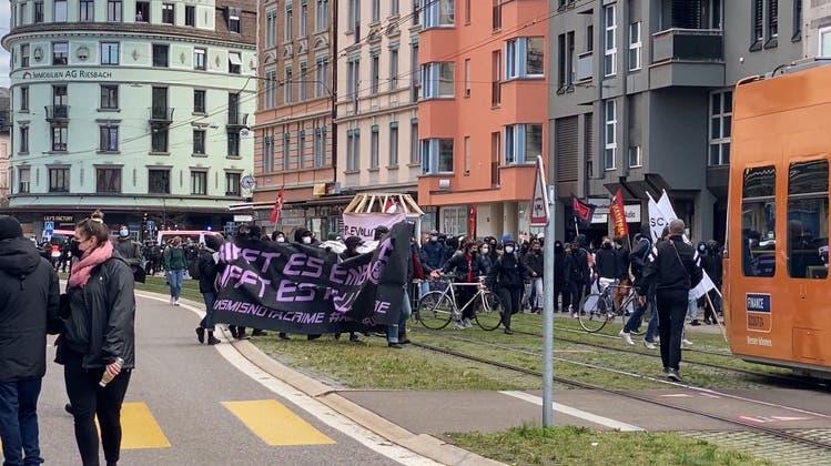 Unbewilligte Demo im Kreis 4 – Polizei setzt Gummischrot ein und nimmt zwei Personen fest