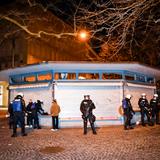Die Stadtpolizei am Freitagabend beim Marktplatz in der St.Galler Innenstadt. (Bild: Ralph Ribi)