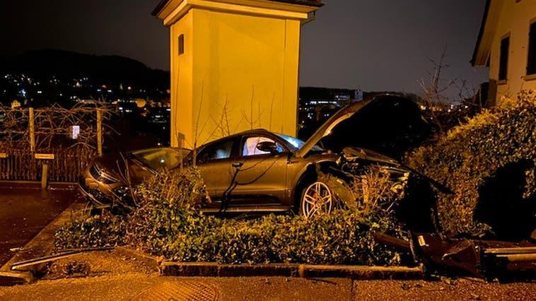 Das Auto landete neben der Strasse. (Kapo BL)