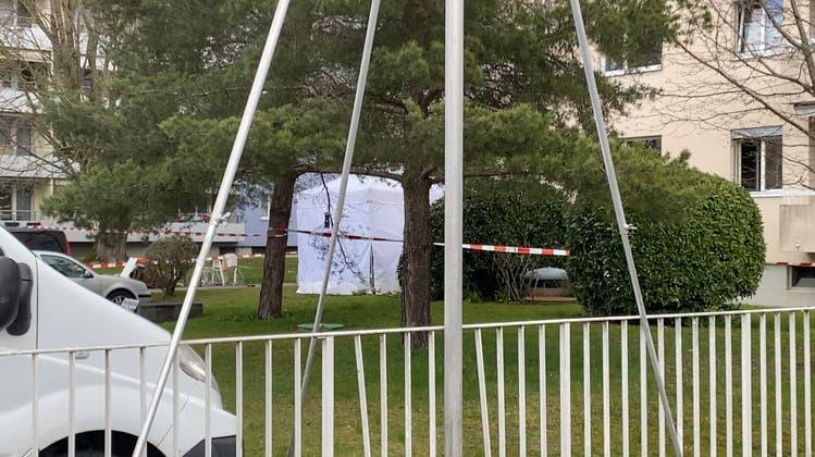 56-Jähriger stürzt bei Räumungsarbeiten vom Balkon und verletzt sich tödlich