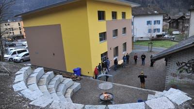 Das Feuer ist entfacht. Die UrnerPfadiheim in Erstfeld ist offiziell eröffnet. (Bild: Urs Hanhart (Erstfeld, 27. März 2021))