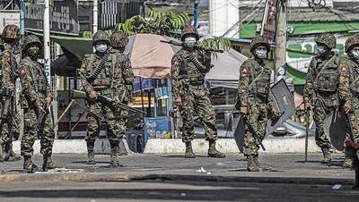 Myanmar-Kenner ruft Soldaten auf: «Schiesst in die Luft!»