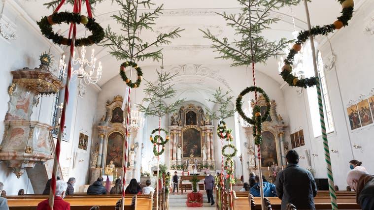 Nach einem Jahr Pause konnten die Walterswiler  den Palmsonntag unter Einhaltung der Corona - Schutzmassnahmen vor und in der Kirche Kirche St. Joseph feiern. (Patrick Luethy)