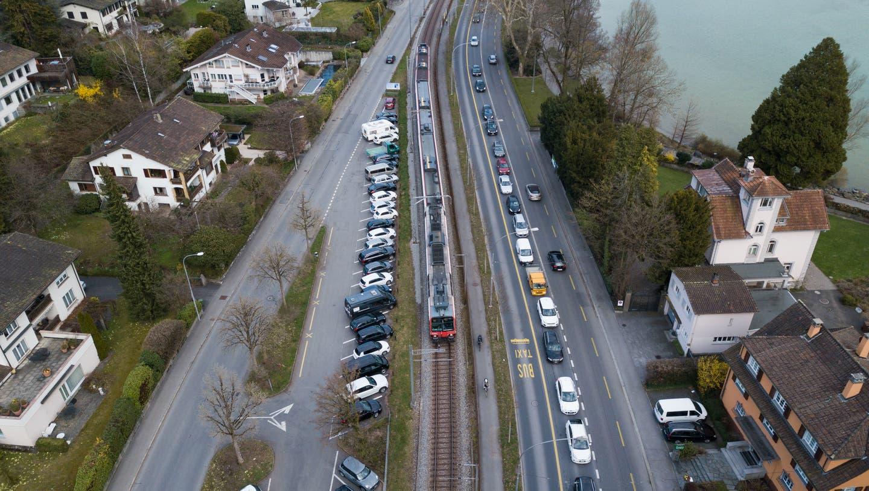 Drohnen Bilder Stadt Luzern. Fotografiert am 27. März 2019.Im Bild: Verkehr, Stau, Auto, Bus, Haldenstrasse, Bahnlinie (Lz / Boris Bürgisser / LZ / Boris Bürgisser)