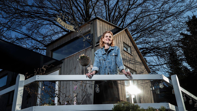 Hat mitten in Finstersee einen neuen Platz für ihren Salon gefunden: Christine Lütolf. (Bild: Stefan Kaiser (Finstersee, 25. März 2021))
