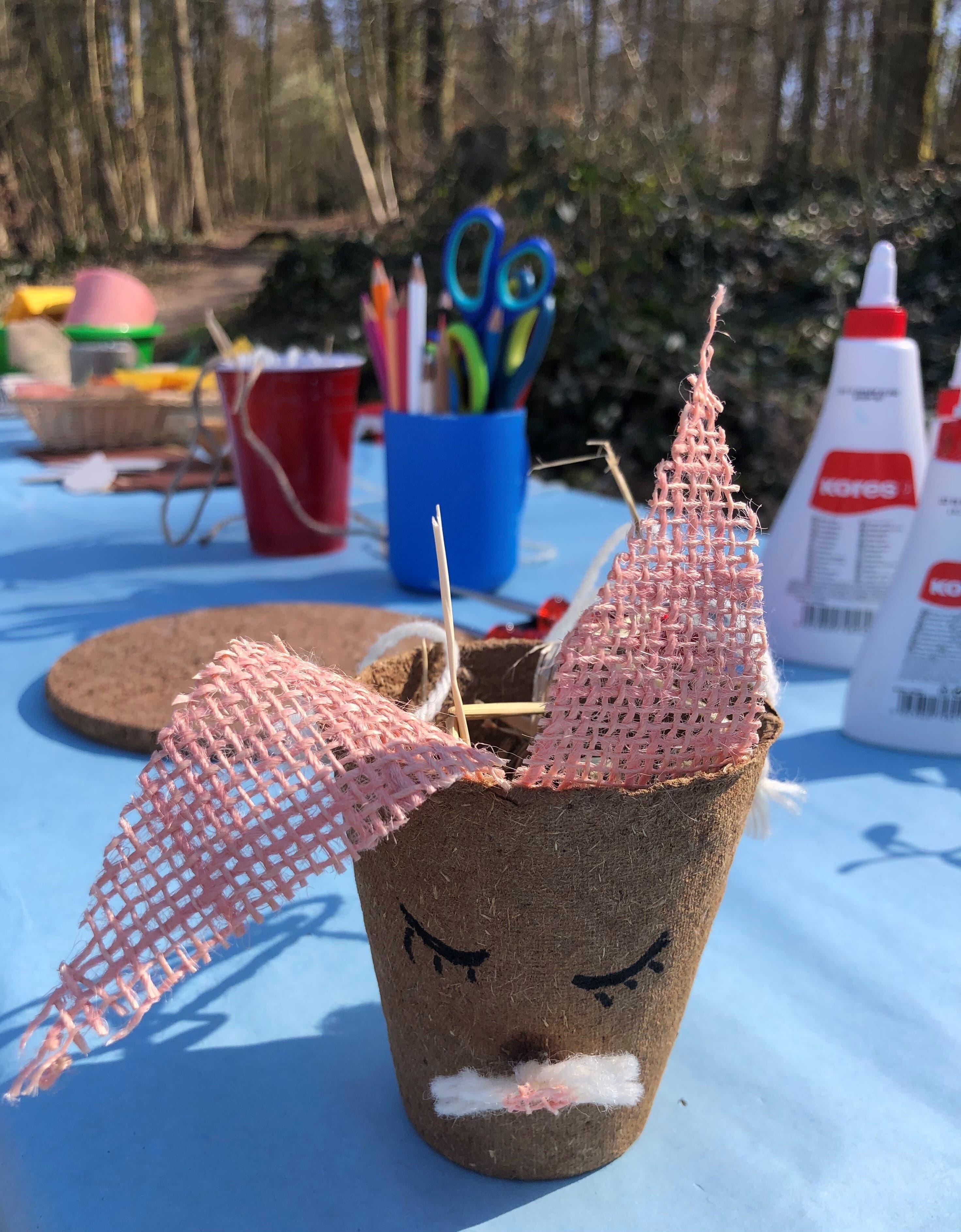 Der Hasenpostenlauf im Chrüzacher in Dietikon beinhaltete Eierbecher basteln, Karten lesen, Hasenhüpfen und die Begegnung mit zwei Chrüzi-Eseln.