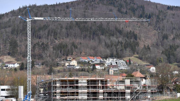 In Oberbuchsiten wird ein neues Schulhaus gebaut: Baustand vom 25. März. (Bruno Kissling)