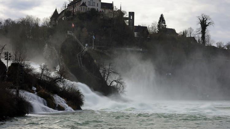 Dem Rheinfall nachts zur Hälfte den Hahn abdrehen: Einige Schaffhauser Politiker liebäugeln mit der Idee. (Kurt Knechtli /HUGC Uploader)