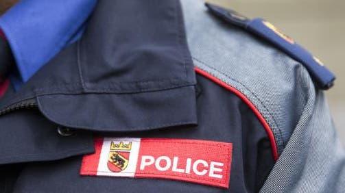 Bei einer Verkehrskontrolle im Berner Jura blitzten Polizisten derselben Raser aus dem Kanton Neuenburg gleich zwei Mal. (Symbolbild) (Keystone)