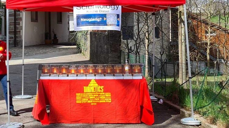 Vergangenes Wochenende war Scientology mit einem Stand in der Rheinfelder Altstadt präsent. (Bild:zvg(27. März 2021))