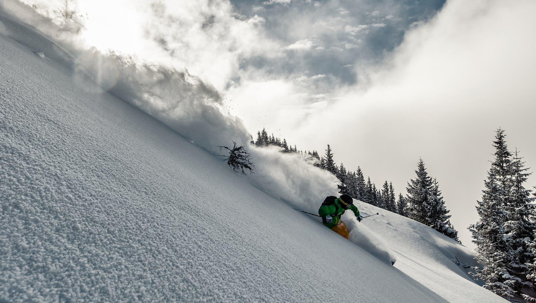 Da zwei Dutzend Skifahrer eine Wildruhezone missachteten, endete für die Wintersportler der Spass im Kanton Uri in einer Busse. (Symbolbild) (Roger Grütter)