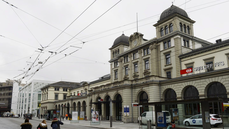Eine Diebesbande hat in der Stadt Winterthur Elektronikartikel im Wert von mehreren Tausend Franken mitgehen lassen. Die Polizei konnte die Bande nun fassen. (Archivbild: Steffen Schmidt / Keystone)