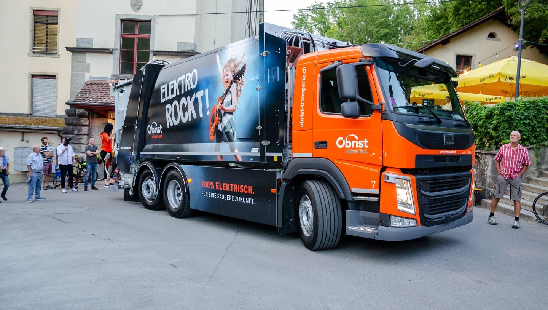 Die Obrist Transport und Recycling AG, die in Bergdietikon für die Kehrichtabfuhr zuständig ist, hat im Herbst 2020 die ersten zwei vollelektrischen Sammelfahrzeuge in Betrieb genommen. (zvg)