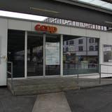 Seit der Pavillon am Bahnhof Brugg von der Gemeinde Windisch die befristete Bewilligung bis Ende 2021 hat, hat Coop nicht wieder geöffnet. (Bild: Claudia Meier (3. März 2021))