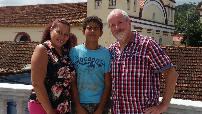 Markus Fischler mit EhefrauYuris und Sohn Pablo in Baracoa. (zvg)